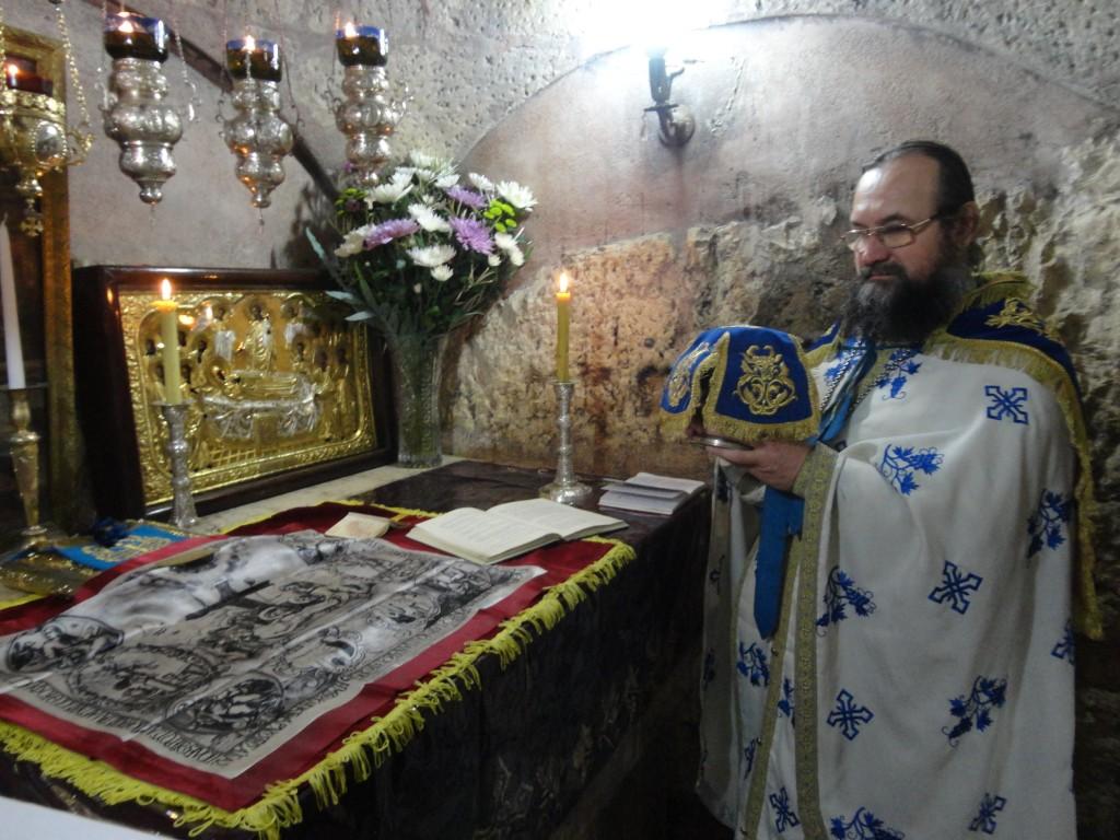 Литургия на гробнице Божией Матери