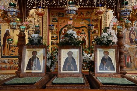 Гробницы с мощами Зосимы, Савватия и Германа Соловецких