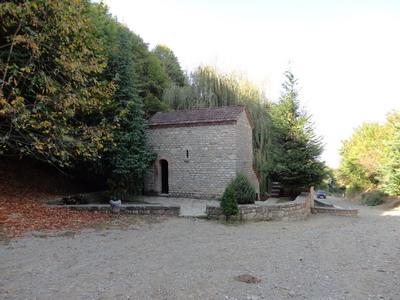 Храм у источника св.Нины