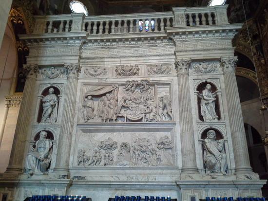 Мраморная облицовка Святого Дома