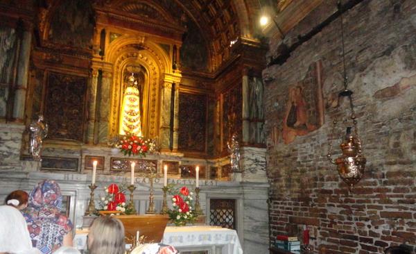 Лоретинская Богородица внутри Святого Дома