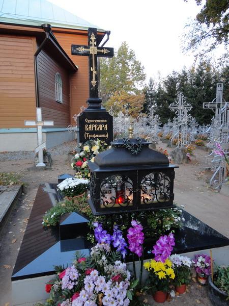 Могилка игумении Варвары на монастырском кладбище
