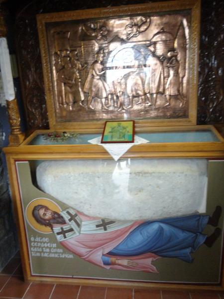 Камень, под которым умер Свмуч.Серафим