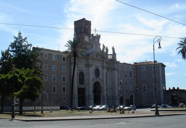 Базилика Честного и Животворящего Креста Господня. Рим