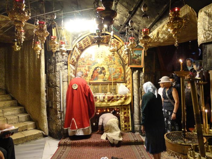 Литургия в пещере Рождества Христова. Вифлеем