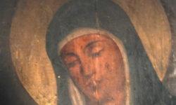 """""""Скорбящая"""" икона Пресвятой Богородицы в приделе святых Жен-мироносиц"""