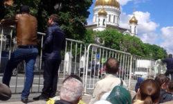 Москва. К мощам святителя Николая