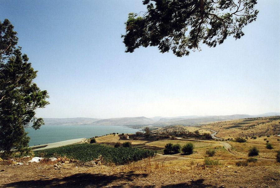 Вид с горы, на которой была произнесена Нагорная проповедь на Галилейское море