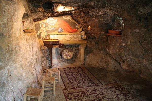 Пещера Иоанна Крестителя. Монастырь в память Рождества Иоанна Предтечи. Эйн Карем.