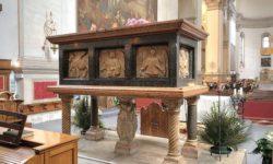 Саркофаг с мощами апостола Луки