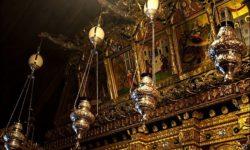 Страусиные яйца над лампадами в греческих храмах